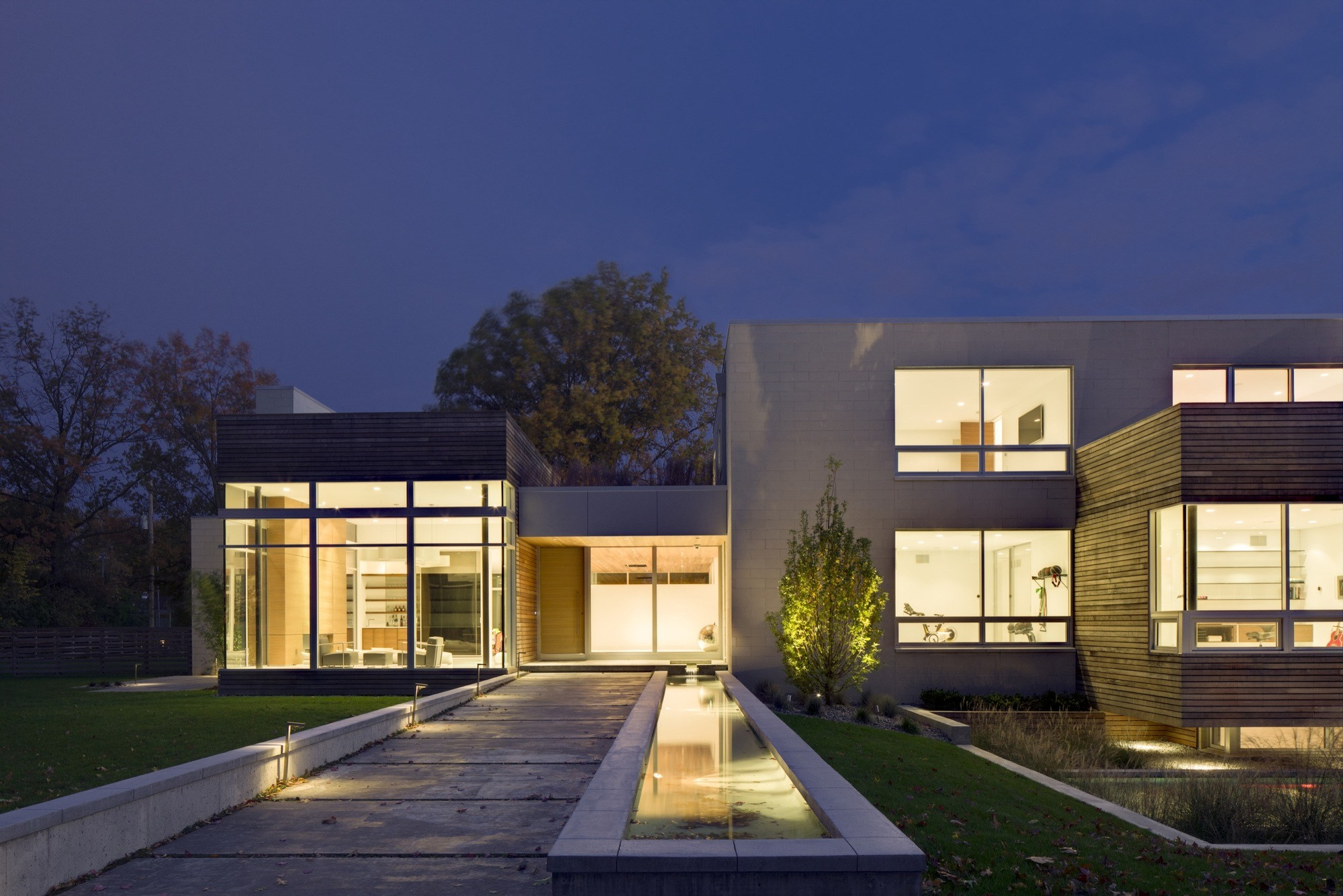 Shaker heights house by dimit architects karmatrendz for Exterior home lighting design