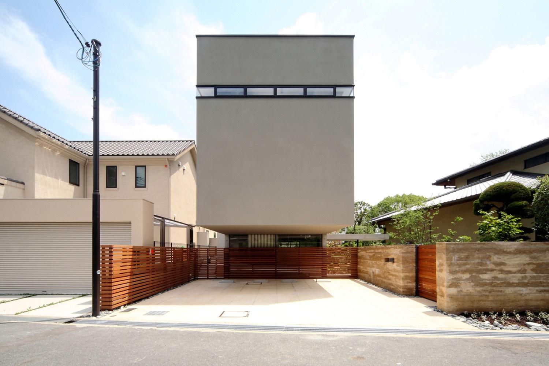 House in senri by shogo iwata karmatrendz for Modern 80s house