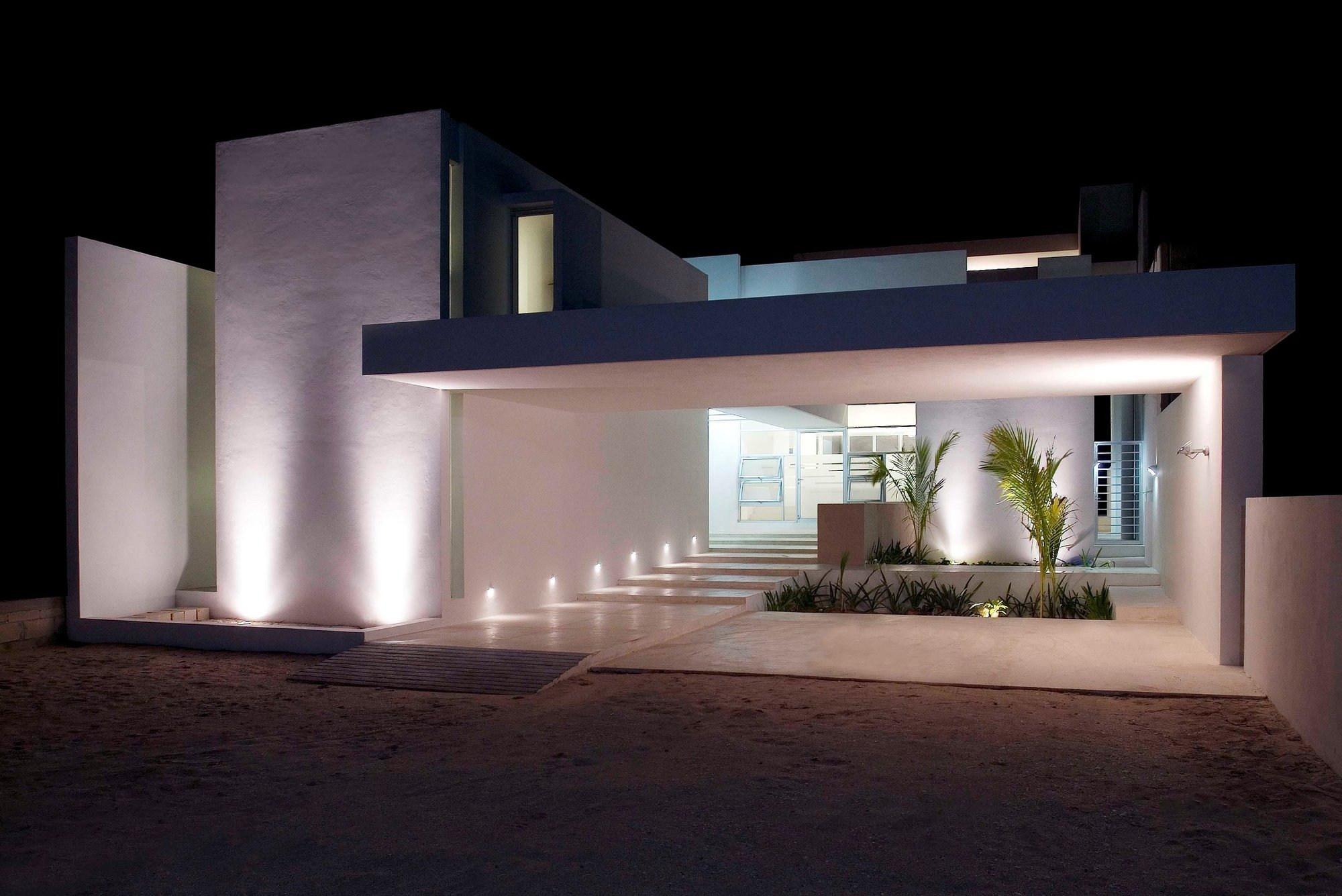 Stepped house by seijo peon arquitectos karmatrendz - Casa de iluminacion ...