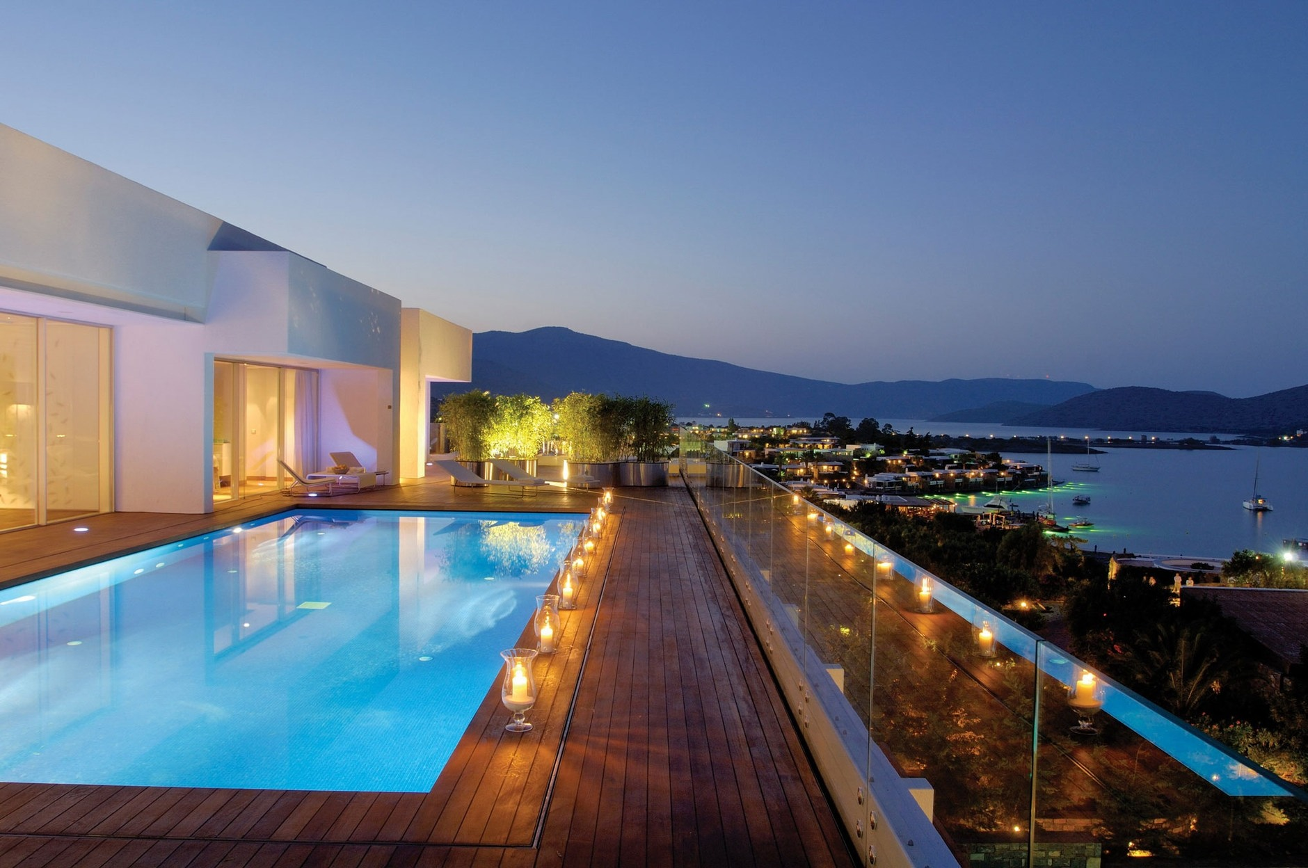 Yachting club villas at elounda beach by davide macullo for Design hotel crete