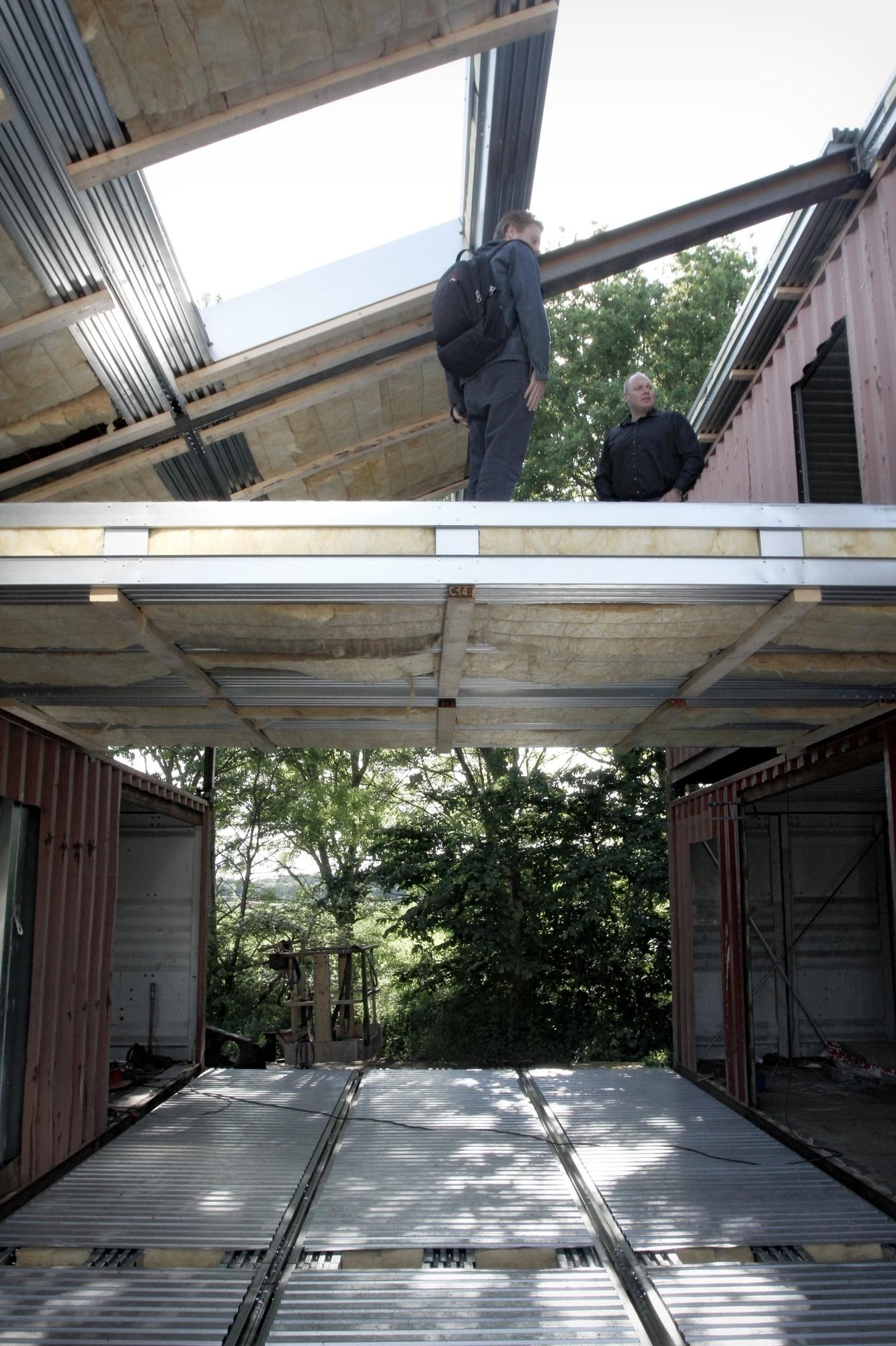 Wfh house by arcgency karmatrendz - Casa hecha de contenedores ...