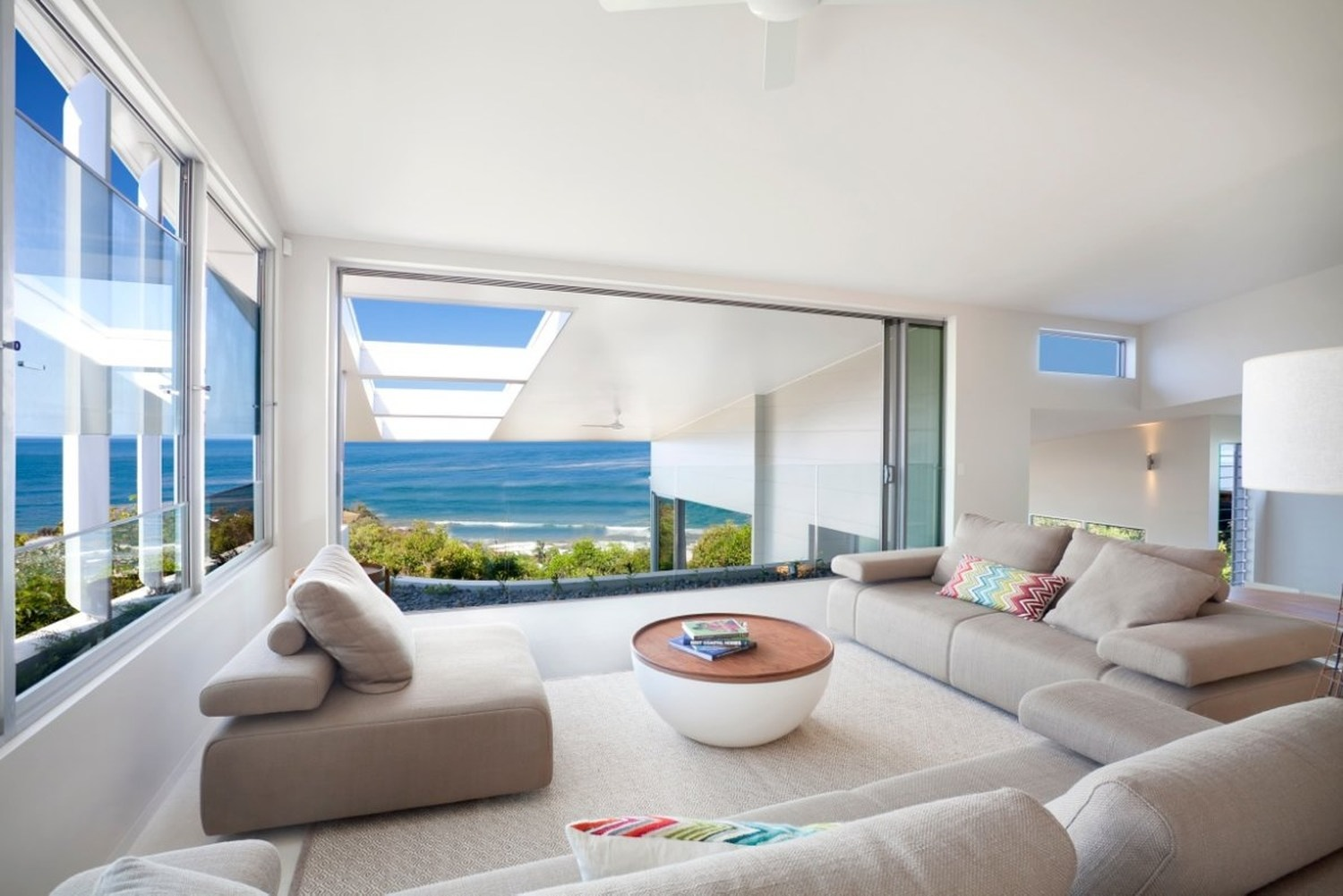 Coolum bays beach house by aboda design group karmatrendz - Beach home design ...