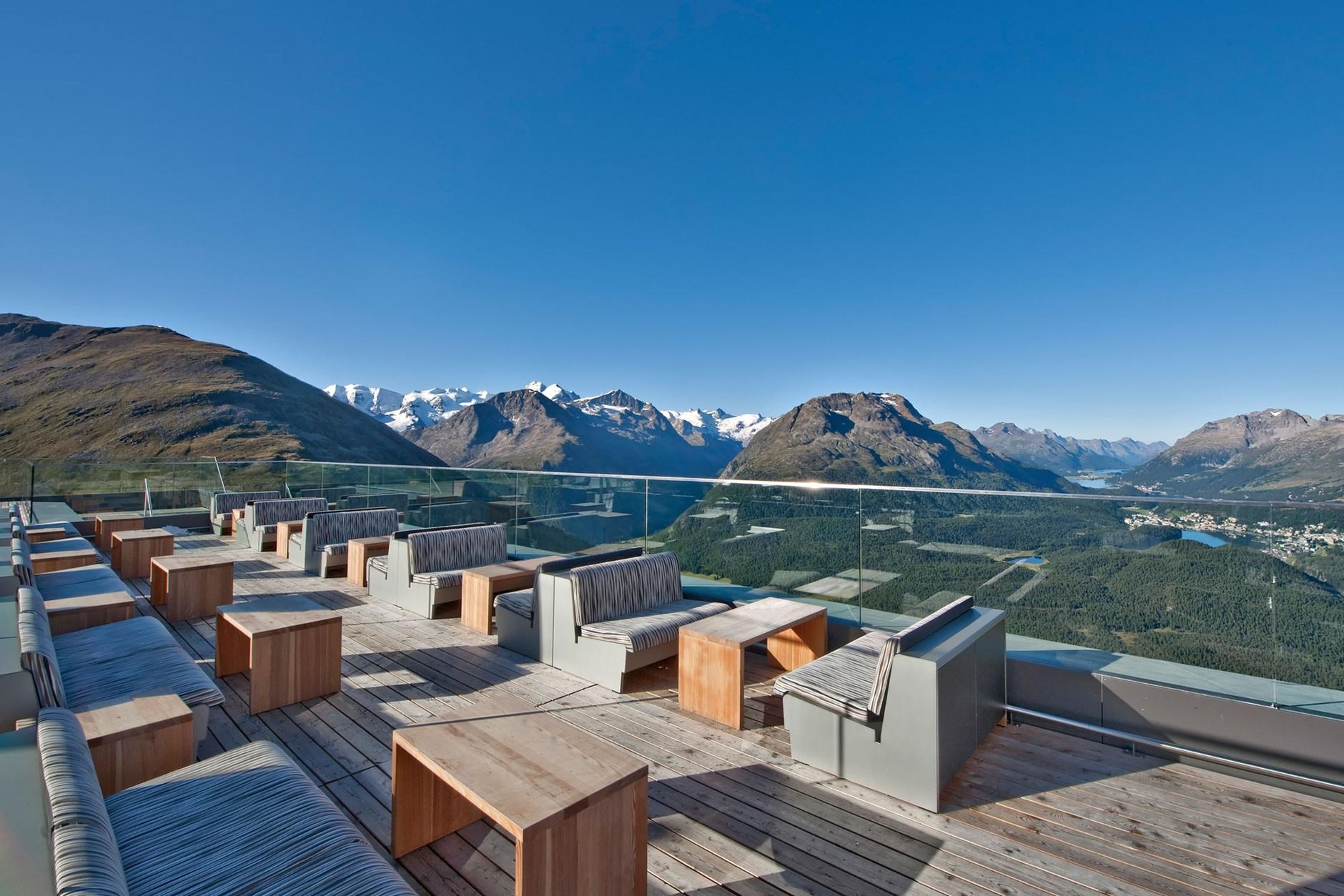 Muottas muragl hotel by franzun ag karmatrendz for Berghotel design