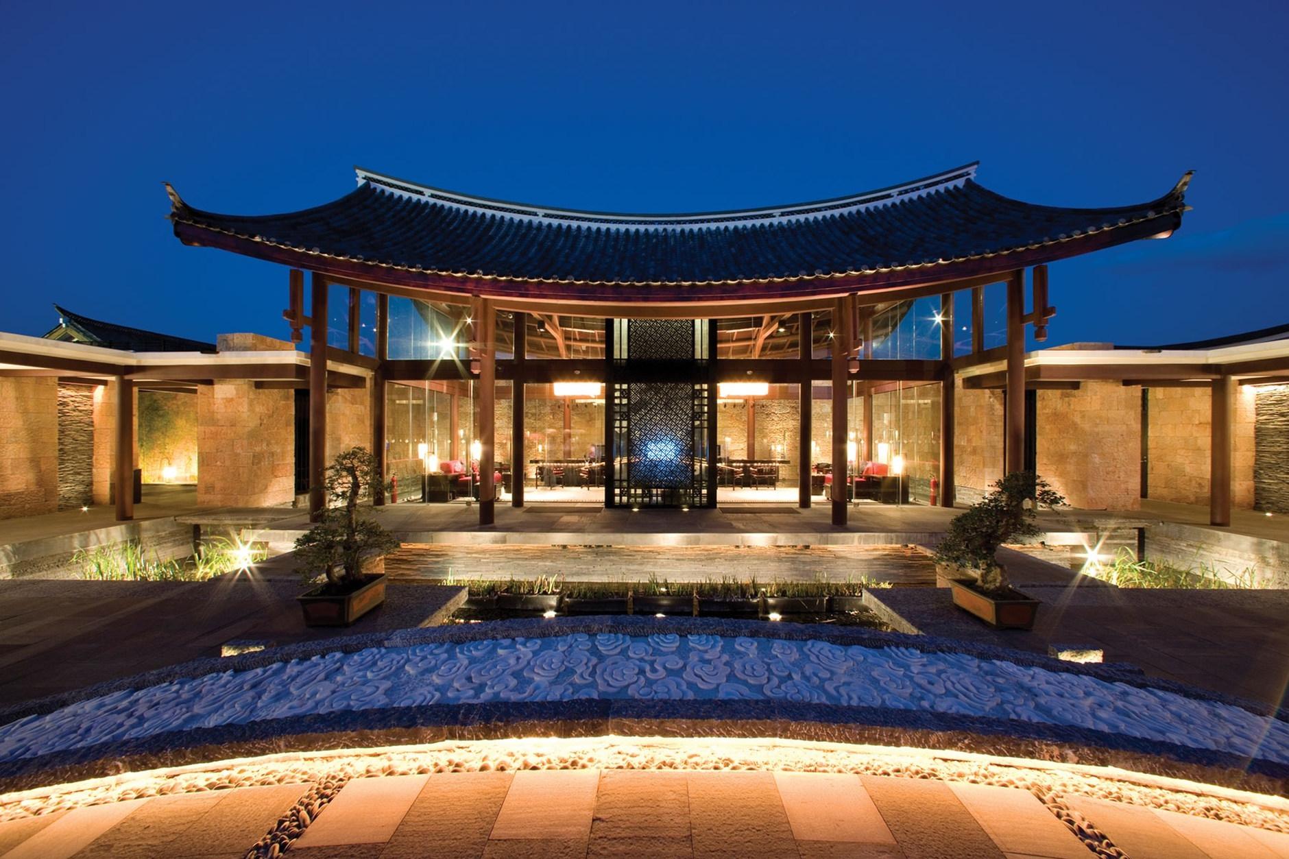 Banyan tree lijiang resort china karmatrendz for Modern home decor from china