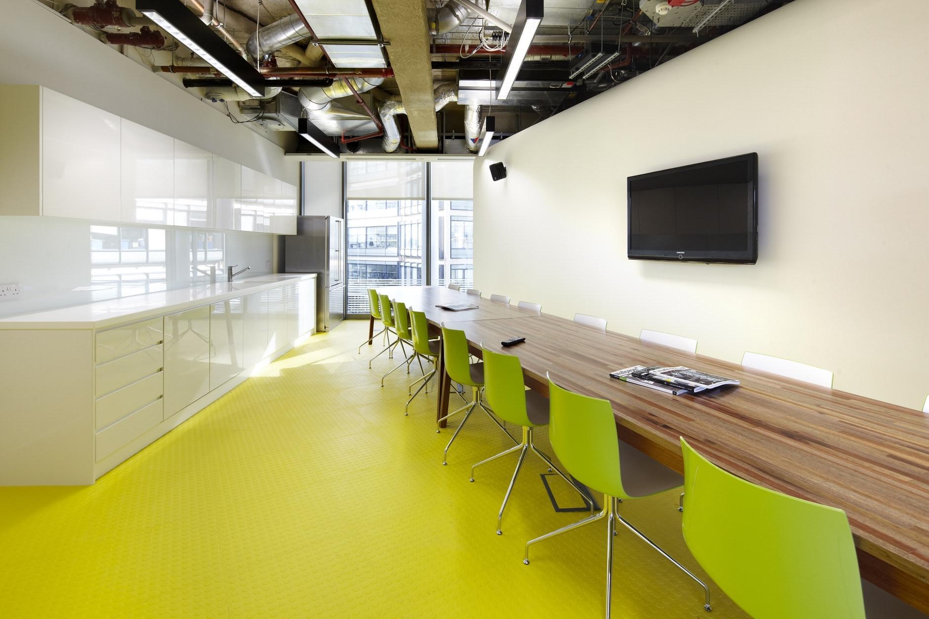Design studio hq by archer architects karmatrendz for Fotos de oficinas modernas