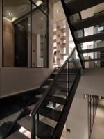 130730_Multilevel_Contemporary_Apartment_16