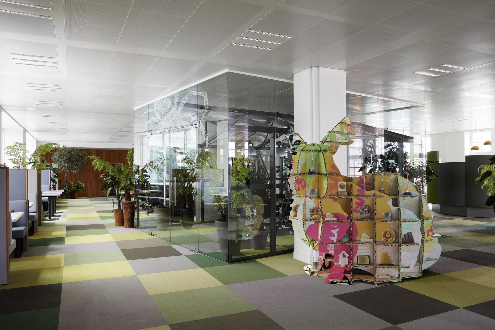 Jwt amsterdam office by koudenburg elsinga karmatrendz for Design agencies amsterdam
