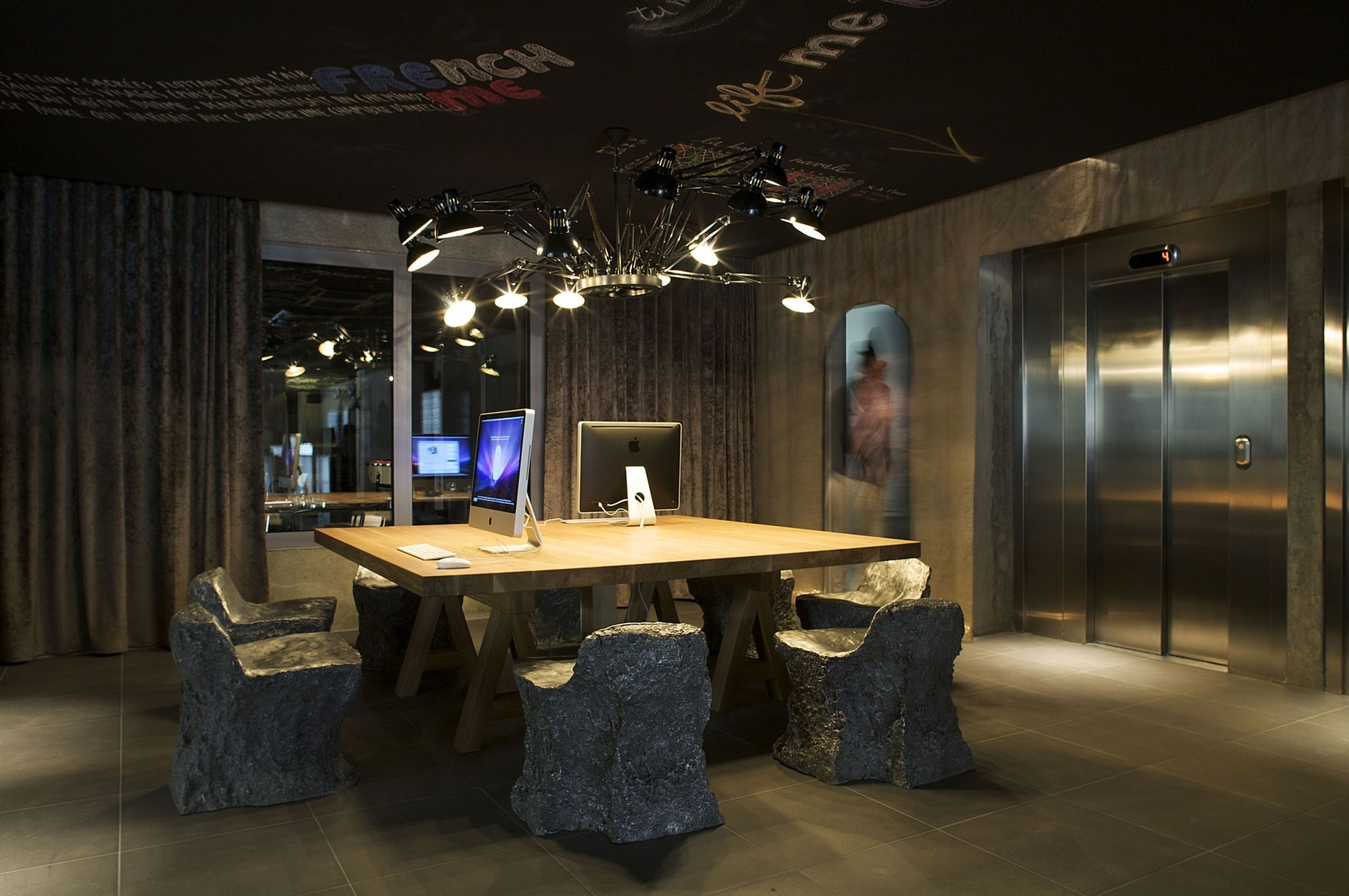 Mama shelter paris by philippe starck karmatrendz for Hotel design france
