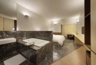 141214_Snow_Hotel_13__r