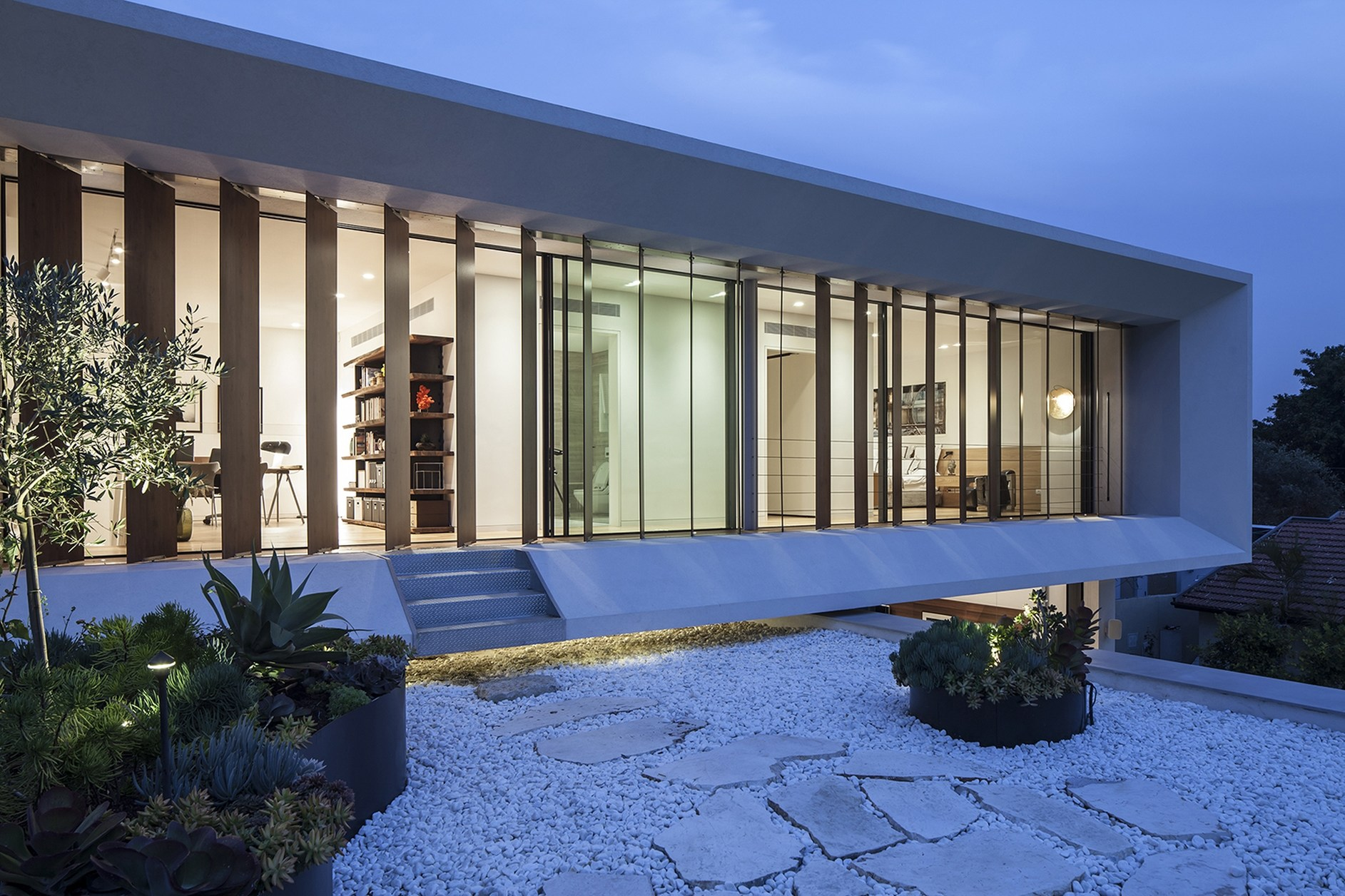 Mediterranean villa by paz gersh architects karmatrendz for Mediterranean villa design