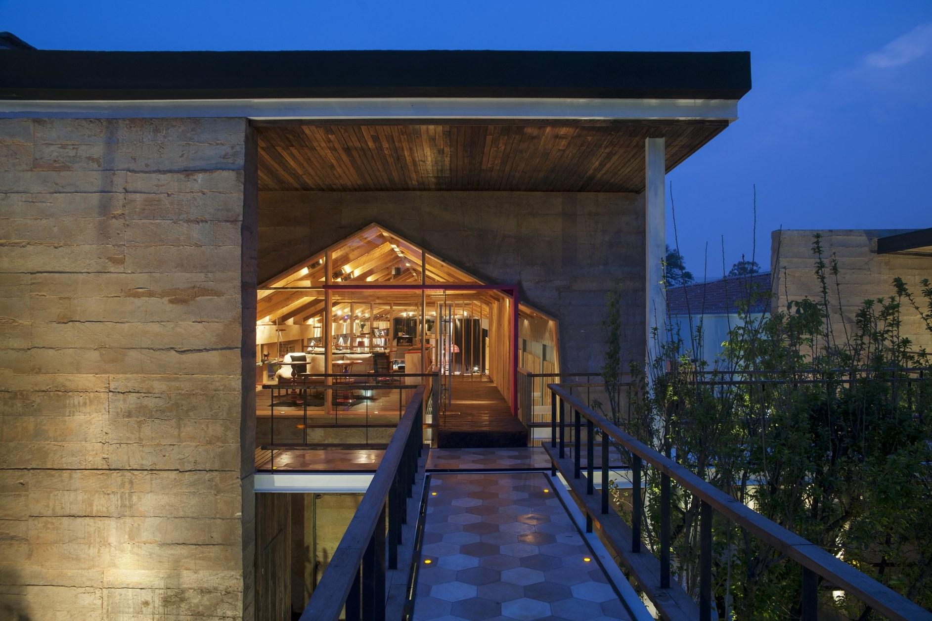 B o hotel by muro rojo arquitectura karmatrendz - Arquitectura de casas ...
