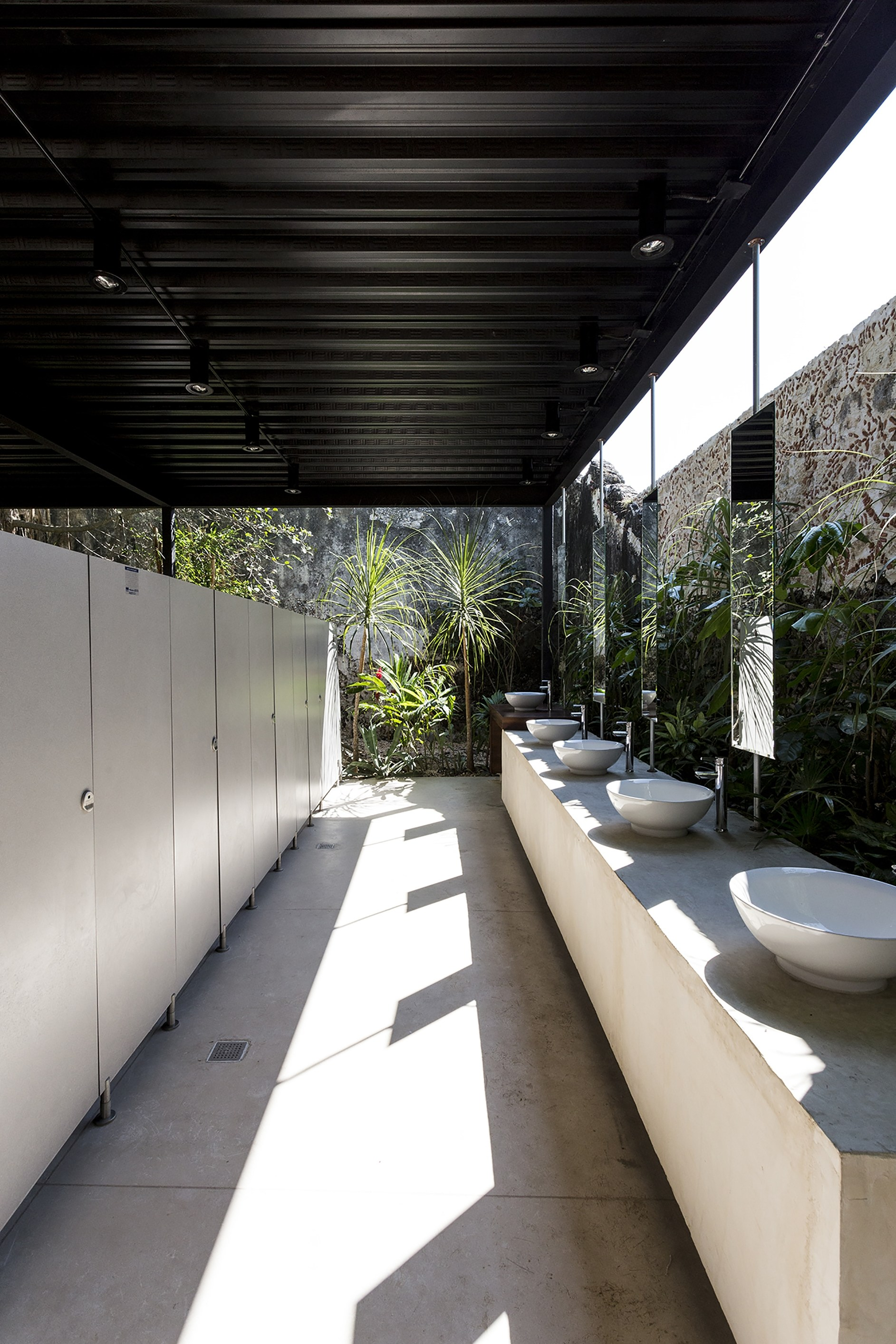 Niop hacienda by as arquitectura r79 karmatrendz for Arquitectura banos modernos